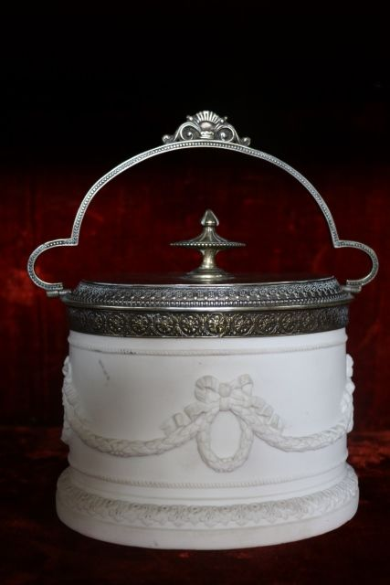 Superb Quality 19th Century SilverPlated Biscuit Barrel