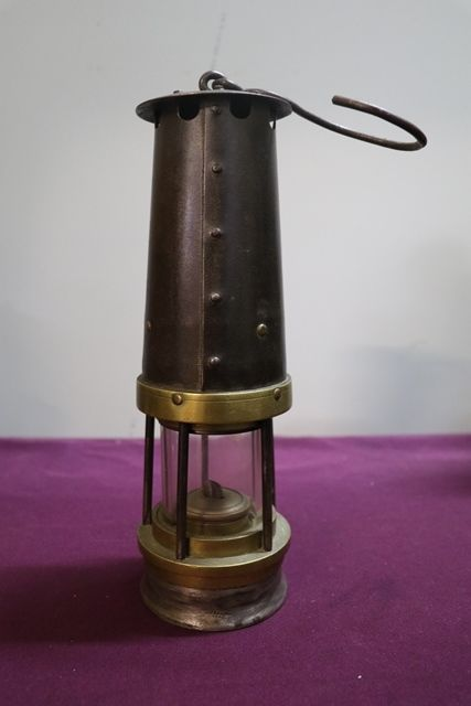 John Davies and Son andquotDerbyandquot No 2A Miners Lamp