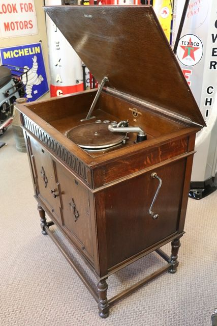 Columbia Gramophone - Early Columbia Gramophone No155A In Oak Cabinet.# XXXX Antique Complex
