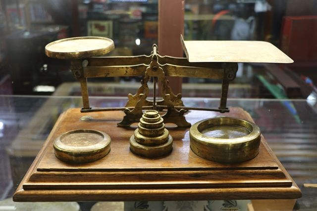 Set Of Antique Scales On Solid Oak Base With 8 Brass Weights