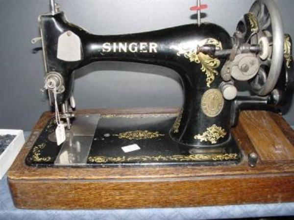 BOXED SINGER SEWING MACHINE ---SEW24