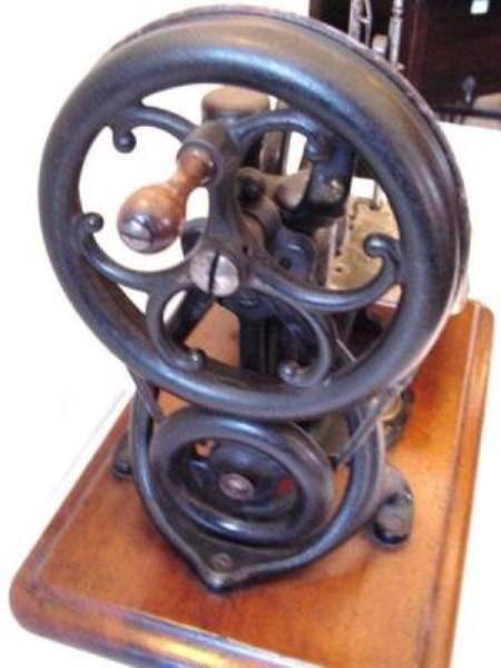 BOXED WILLCOX GIBBS SEWING MACHINE ----SEW 8