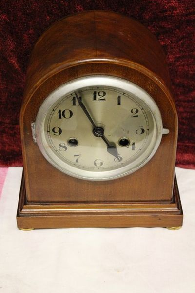 Early 20th Century Walnut 8 Day Mantle Clock