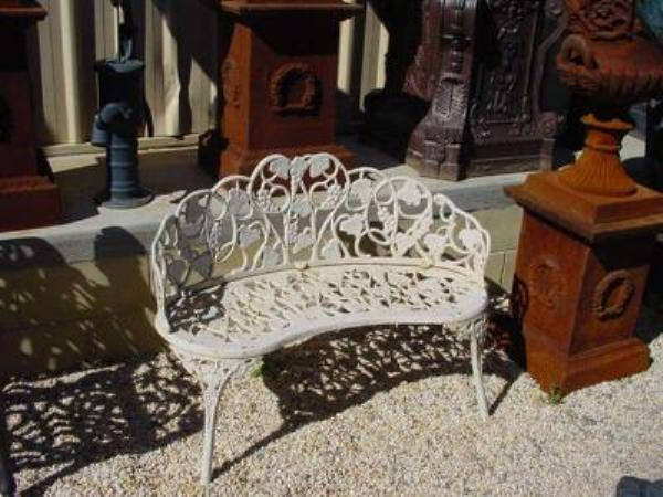 CAST IRON DUCHESS SEAT   GF45