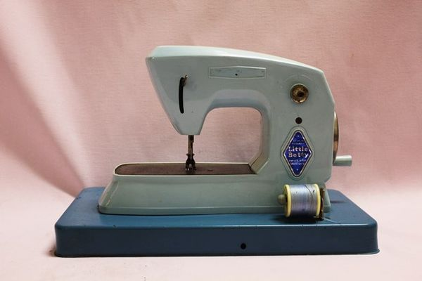 Little Betty Toy Sewing Machine