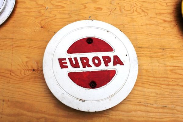 Europa Cast Iron Tank Cover