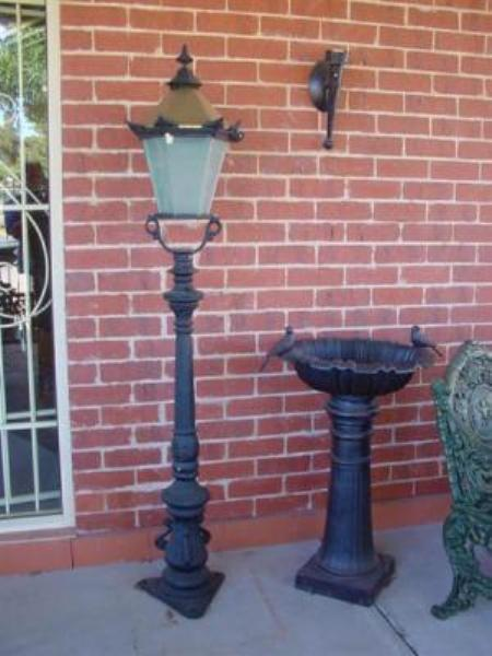 SMALL CAST IRON TUDOR GARDEN LAMP    GF48