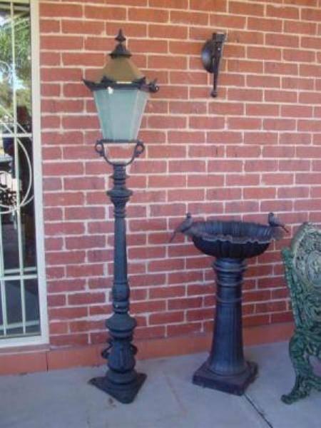 SMALL CAST IRON TUDOR GARDEN LAMP    GF48