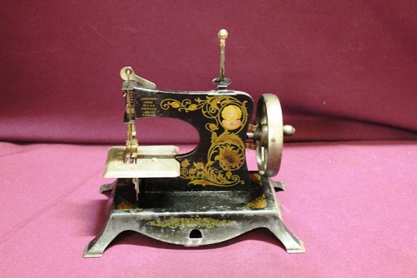 Antique Lindstrom Tin Plate Toy Sewing Machine