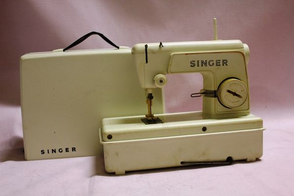Boxed Singer Toy Sewing Machine