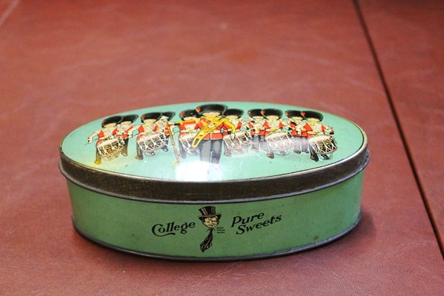 College Pure Sweets Tin