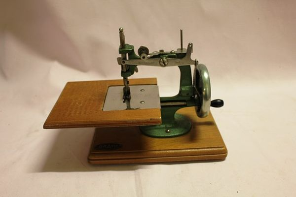 Grain Miniature Sewing Machine