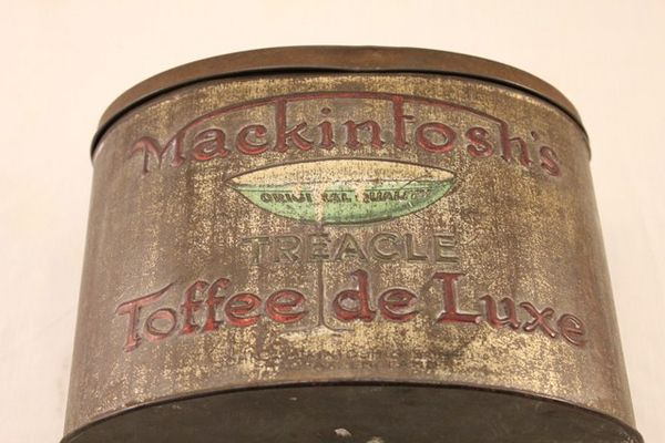 Mackintoshs Treacle Toffee De Luxe Tin