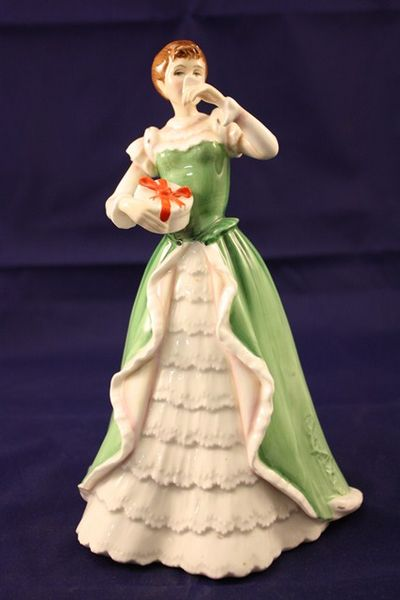 Royal Doulton +quotmerry Christmas+quot figurine