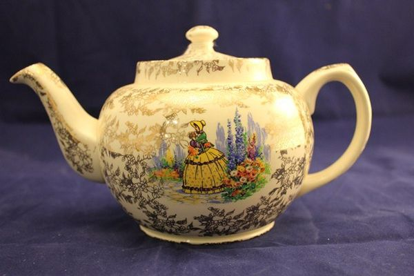 Sadler Crinoline Tea Pot