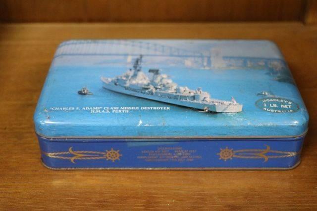 Vintage Hoadleyand39s Chocolates Tin